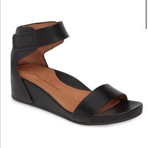 Gentle Souls Gianna little black wedge sandal 10